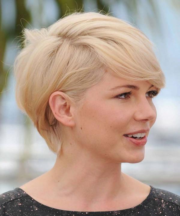 kratke frizure su savršeni djevojke s ovalnim